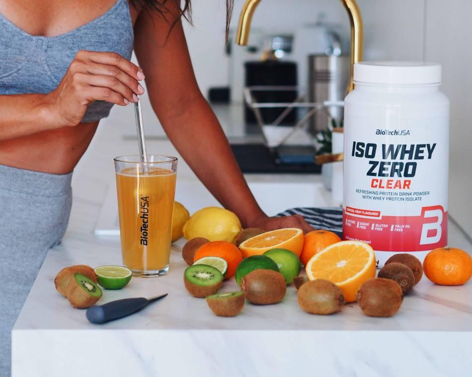 Bebida de proteína refrescante para o verão para ficar em forma: a Iso Whey Zero Clear